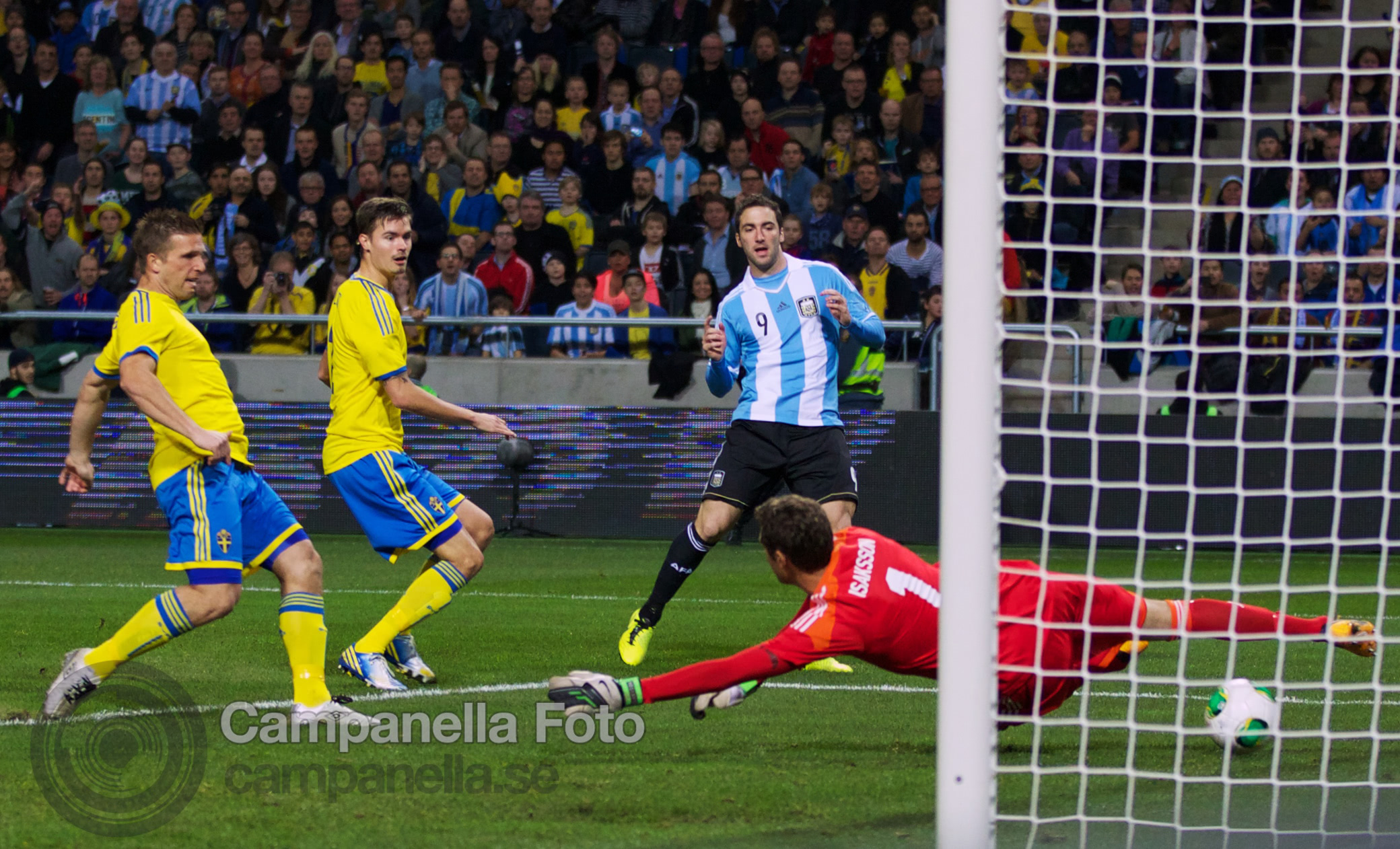 Sweden takes on Argentina - 10 of 35